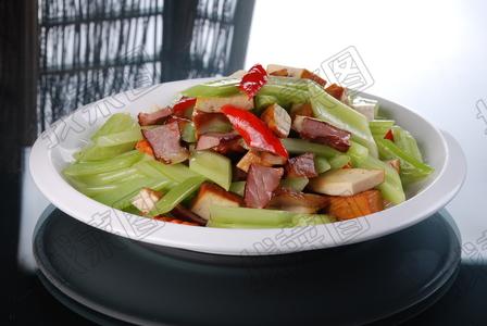 腊肉豆干炒西芹 - 找菜图