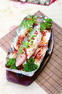 铁板锡纸鲈鱼 - 找菜图