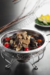 泡椒杂菌牛腩 - 找菜图