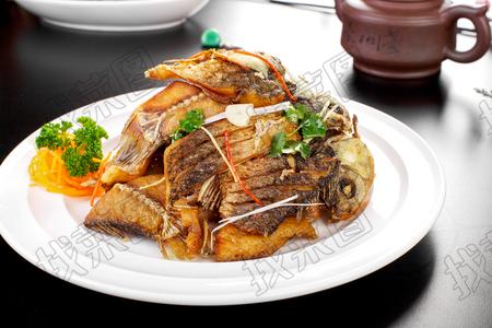 青烹鲫鱼 - 找菜图