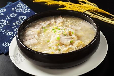 东北酸菜炖白肉 - 找菜图