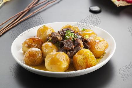牛肋条扒土豆 - 找菜图