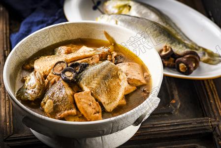 黄鱼炖豆腐  - 找菜图